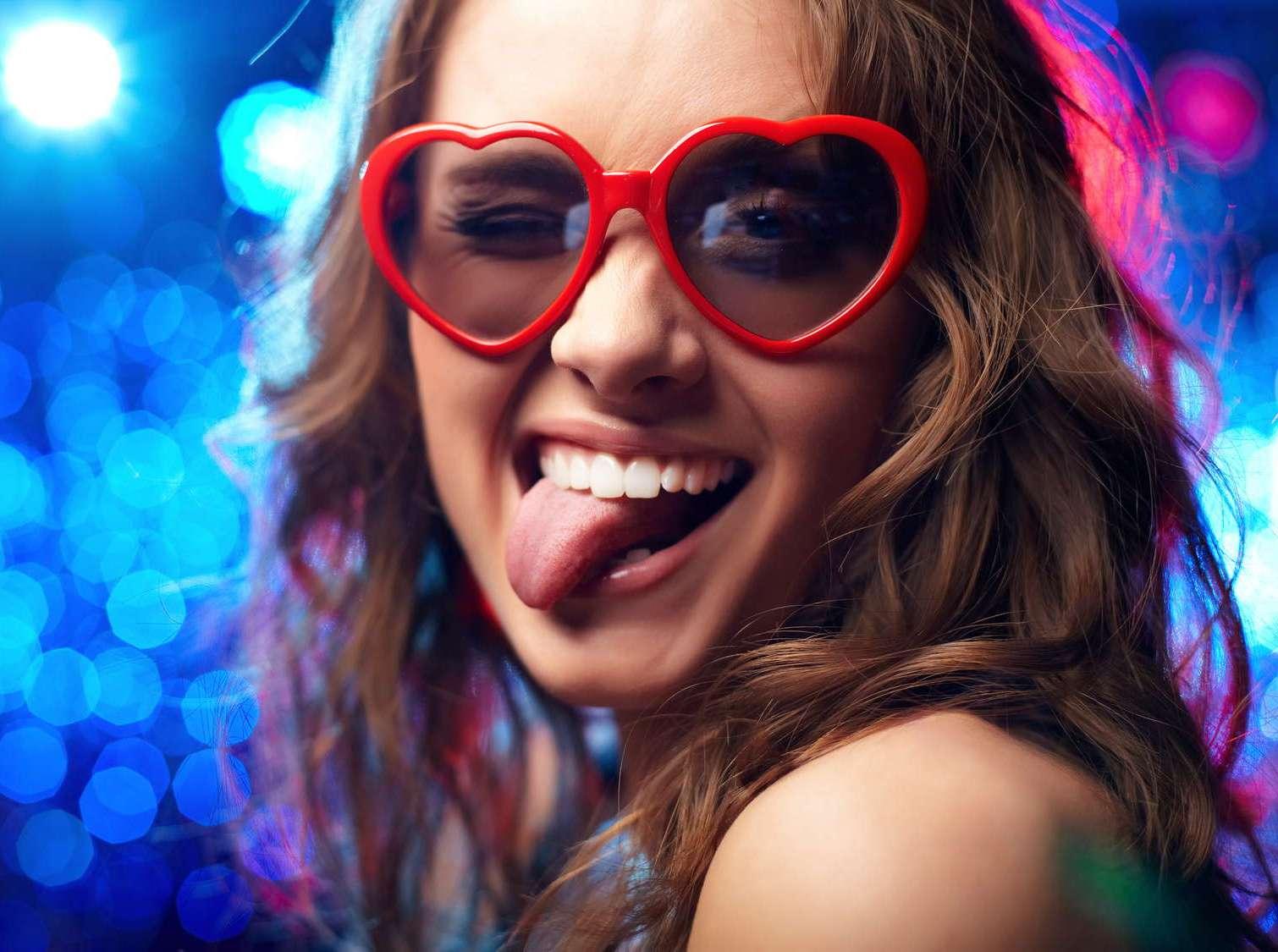 Девушка в очках прикольные картинки, днем
