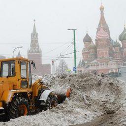 Из-за ухудшения погоды в Москве возможно падение деревьев и рекламных конструкций