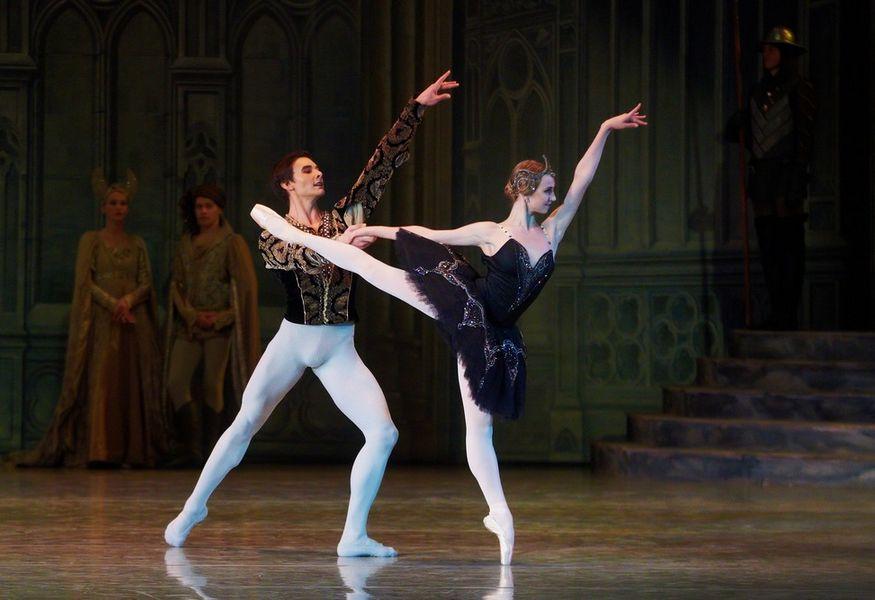 Билеты на балет лебединое озеро новосибирск театры москва афиша на июнь 2017