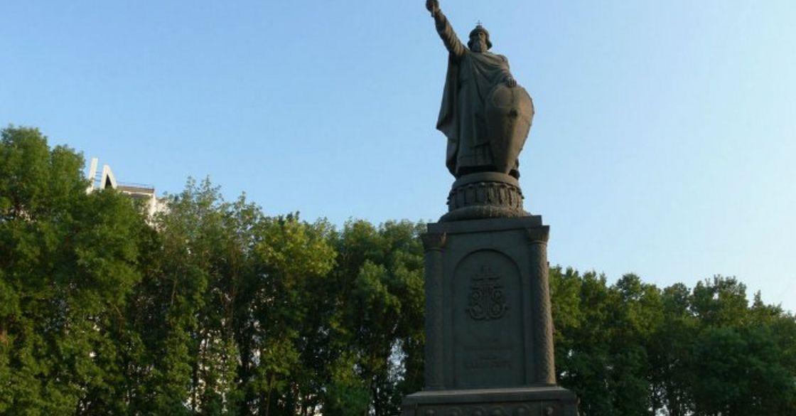 Памятник князю Владимиру в Белгороде: история, описание, фото