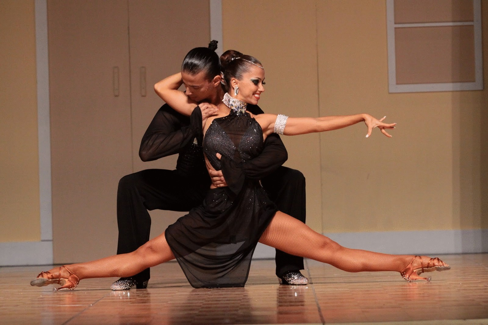 Мужиков танцы для взрослых женщины видео жесткого