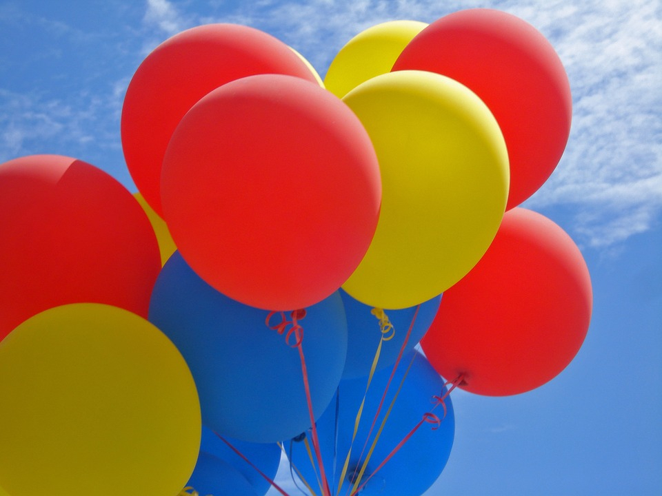 Открытки с днем рождения с солнцем и шариками