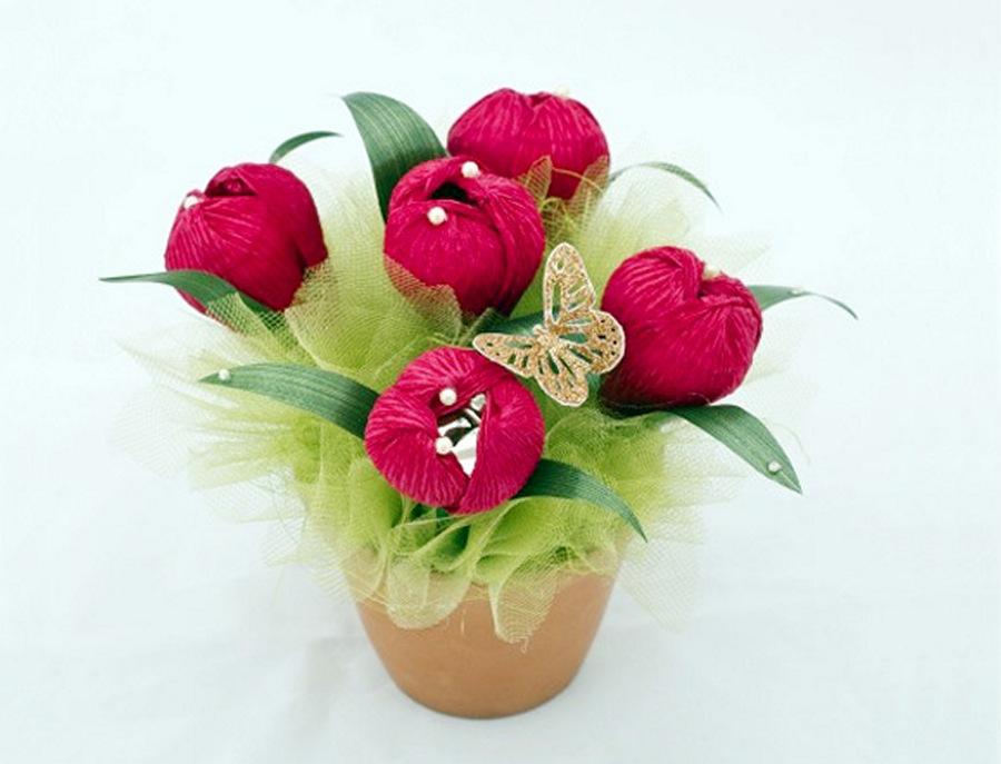 Цветы из конфет крокусы