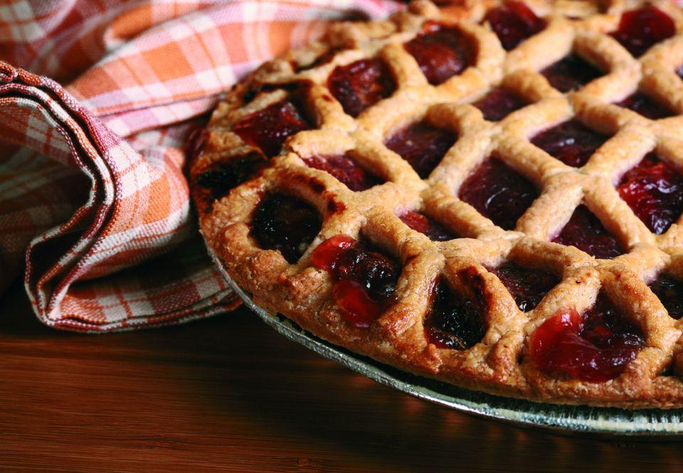 Самые вкусные и пушистые пирожки с вишней из дрожжевого теста