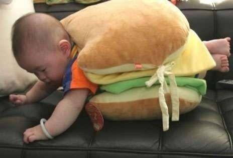 В костюме бургера