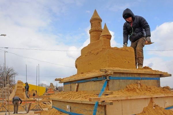 Выставка скульптур из песка «Шедевры мировой литературы»