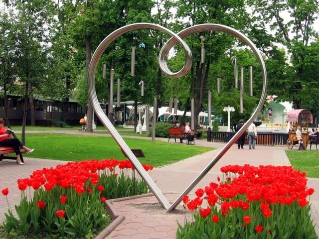 Памятник «Сердце» в саду Эрмитаж