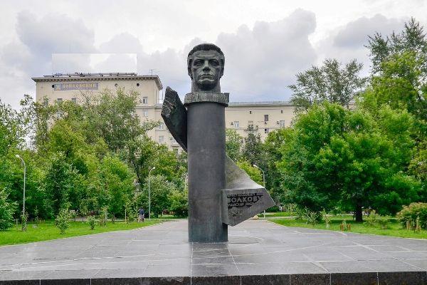 Памятник летчику-космонавту Владиславу Волкову