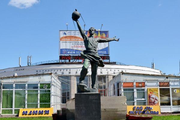 Памятник первому спутнику