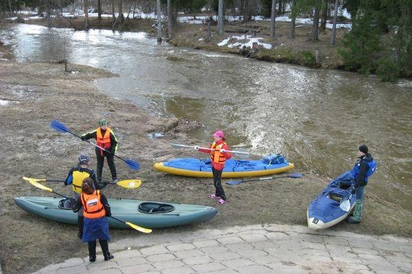 На стапеле, река Волгуша, апрель 2013 год