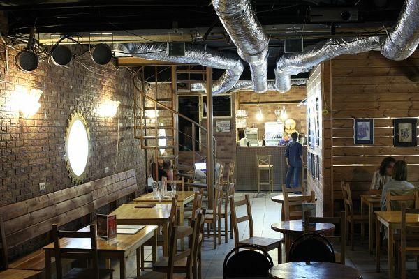 Кафе-клуб «Гарцующий дредноут»
