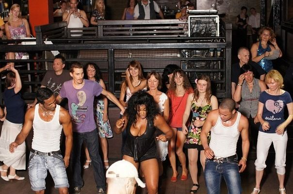 бар где можно потанцевать и познакомиться в москве