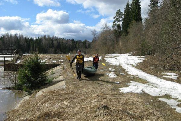 В обход плотины на реке Волгуша, апрель 2013
